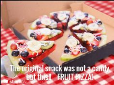 Watermelon pizza, fruit on top of the sliced melon, and toasted coconut sprinkled over for the look of cheese. No Gluten to worry about! Snacks Pizza, Eat Pizza, Pizza Food, Kids Pizza, Local Pizza, Kid Snacks, Fruit Snacks, Watermelon Fruit Pizza, Fruit Pie