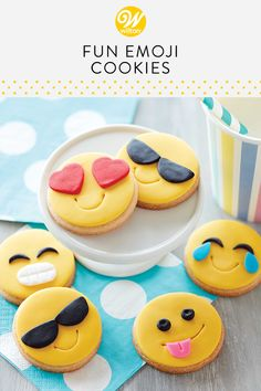 They say you are what you eat—so turn that frown upside down and enjoy a smiling Emoji Cookie! Decorated with fondant, these cute emoji cookies are great for parties, sleepovers and movie nights. Biscuit Cookies, Cute Cookies, Summer Cookies, Cookies For Kids, Baby Biscuit Recipe, Biscuit Decoration, Iced Biscuits, Fondant Cookies, Decorated Cookies