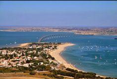 Ponte que liga o continente à Ilha de Ré, França