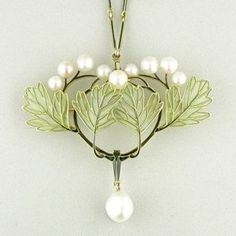 Rene Lalique...... Connie Fox: Pearls and delicate leaves provide a very feminine appearance.