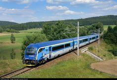 Train Wallpaper, Diesel, Electric Train, Cartoon Pics, Train Travel, Locomotive, Austria, Techno, Transportation