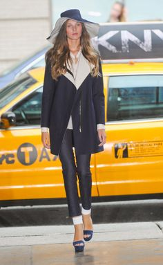 Desfile de DKNY. Nueva York. Resumen de las mejores pasarelas de la temporada primavera-verano con fotos. vídeos, Front Row, StreetStyle 2012. Primavera-verano.
