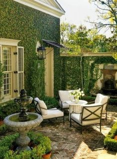 Heres How to Make Your Patio Look Luxe No Matter the Size Kick back under the sun with these stylish designer ideas for outdoor rooms. The post Heres How to Make Your Patio Look Luxe No Matter the Size appeared first on Outdoor Diy. Small Outdoor Spaces, Small Patio, Outdoor Rooms, Outdoor Living, Outdoor Decor, Small Terrace, Outdoor Seating, Small Spaces, Small Pergola