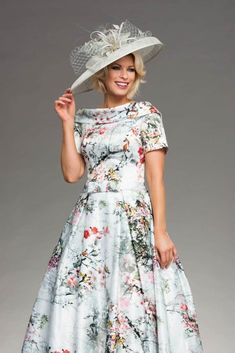 This knee length dress features a striking floral print. It's wide neck collar dips to v shape at the back. It also features short sleeves. Mother Of Bride Outfits, Mother Of Groom Dresses, Mother Of The Bride, Lovely Dresses, Beautiful Outfits, Vintage Dresses, Long Plaid Skirt, Full Skirt Dress, Groom Outfit
