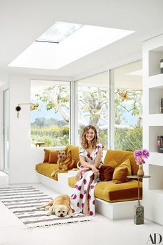 Mandy Moore Takes 'Architectural Digest' Inside Her Dreamy Home Architectural Digest, Home Interior, Interior Design, Mansion Interior, Interior Colors, Built In Sofa, Moore House, 1950s Decor, Design Salon