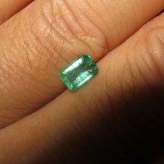 Batu Zamrud 0.67 carat Rectangular Step Cut