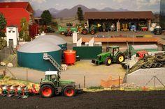 Modelltraktoren in - Diorama Model Truck Kits, Toy Display, Barn Houses, Farm Toys, Mini Trucks, Model Trains, Scale Models, Diecast, Townhouse