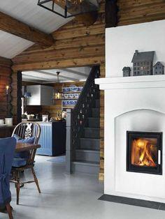 Чем ближе холода, тем больше хочется поговорить об уютных теплых интерьерах, как например в этом прекрасном деревянном домике в Норвегии. Здесь все практически идеально: небольшой размер, стильный черный фасад, традиционные норвежские мотивы в интерьере, прекрасный текстиль по всему дому, камин. Почему-то именно так всегда представлял себе желанный зимний дом для переживания холодов. Источник: Interiormagasinet