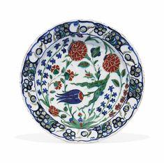 AN IZNIK POTTERY DISH TURKISH CIRCA 1580