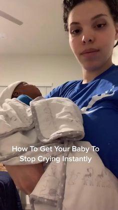 Baby Life Hacks, Mom Hacks, Newborn Baby Tips, Baby Momma, Baby Care Tips, Future Mom, Cute Baby Videos, Baby Necessities, Baby Health