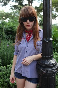 Jenny Lewis - I love how simple and comfortable this lazy day outfit is-but she still looks badass and tough, too! Rock Star Hair, Jenny Lewis, Quirky Girl, Girl Swag, Hairstyles With Bangs, Style Icons, Boho Fashion, Style Me, Cool Outfits