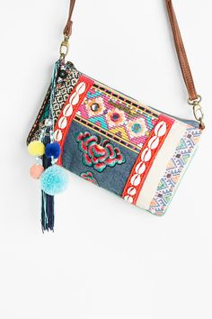 A small bag that won't go unnoticed. It has 3 inside pockets and you can carry it in your hand without a strap.