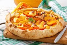 Tarte rustique au butternut, poireau et feta Hawaiian Pizza, Vegetable Pizza, Vegetables, Muffins, Cooking, Healthy, Desserts, Quiches, Pork Chops