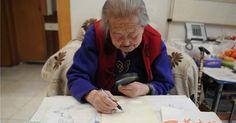 #HeyUnik  Pakai Kaca Pembesar Nenek 100 Tahun Ini Masih Jago Melukis #Desain #Sosial #Unik #YangUnikEmangAsyik