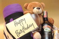Hermoso, delicioso, acogedor, #regalosunicos en La Confiteria Happy Birthday Gifts, Unique Gifts, Bear Hugs, Personalized Gifts, Cozy, Friendship, Beverages, Crates, Birthday Presents