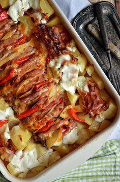 Pork chop with fried sour cream potatoes Yummy Chicken Recipes, Pork Recipes, Cooking Recipes, Ny Food, Food 52, European Dishes, Sour Cream Potatoes, Hungarian Recipes, Pork Dishes