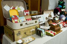 great table display - love the use of vintage suitcases, that never gets old (original link unknown - please comment if you know where to find these)