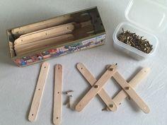 Mondstokjes en splitpennen, een goede motorische vaardigheid en verassende bouwsels.  Boor met een fijn boortje 3 gaatjes in de stokjes: 1 aan elk uiteinde en 1 in het midden.