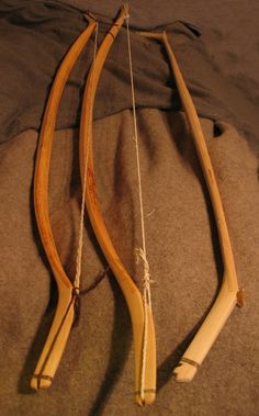 how to make oak staves for bow Archery Tips, Archery Hunting, Bow Hunting, Traditional Bow, Traditional Archery, Survival Weapons, Survival Skills, Medieval Crossbow, Native American Face Paint