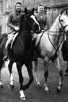 Gloucestershire England April 1959 Queen Elizabeth II and Princess Margaret set out on their horses from Badminton House. Betsy is HRH's mount Young Queen Elizabeth, Princess Elizabeth, Princess Margaret, Hm The Queen, Her Majesty The Queen, King Queen, Lady Diana, Prinz Philip, Royal Family Trees