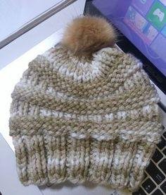 Olá! Acabadinho agora! Uma encomenda. Usando o kit Gorro Fácil Colors, adaptei a receita do CC Beanie. Eis a arte! Então, m... Easy Crochet, Knit Crochet, Crochet Hats, Loom Knitting, Baby Knitting, Cc Beanie, Hats For Sale, Shibori, Knitted Hats