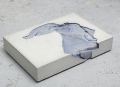 Marie Lund - Torso, concrete and cotton - Laura Bartlett Gallery                                                                                                                                                                                 Mais