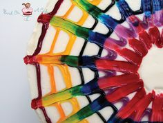 Bird On A Cake: Rainbow Tie Dye Cake - Icing technique Tie Dye Frosting, Blue Frosting, Cake Icing, Eat Cake, Cupcake Cakes, Cake Decorating Techniques, Cake Decorating Tips, Rainbow Food, Cake Rainbow