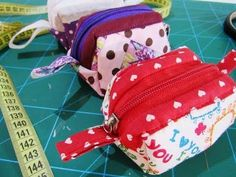 Hello everyone , Our primary goal is to prepare you useful video about the making of the needlework is to lead those who want to learn this craft . Zipper Pouch Tutorial, Hand Lettering Alphabet, Travel Bag, Sewing Crafts, Coin Purse, Crochet Patterns, Quilts, Videos, Wallet
