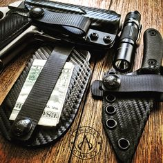 The Vita EDC Wallet and the Architect sheath for the ESEE Candiru.
