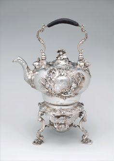 Paul de Lamerie (British, 1688–1751, active 1712–51) - Teakettle and spirit lamp with stand