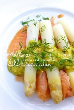 Homemade dill bernaise sauce for my white asparagus with smoked salmon...