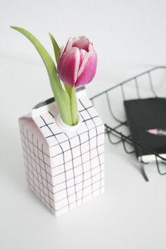 Upcycling: DIY Vase aus Tetrapack & Gewinner - Rosy & Grey