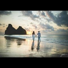 Bom dia pessoal. Ótimo sábado para todos. - @bonitezas -  @joaomelofotografia #fernandodenoronha #noronha #noronhalovers #viajar #mar #sunset #trip #love #photography #brprofessionalphotographers - #regrann