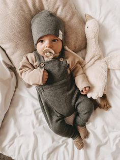 So Cute Baby, Cute Baby Boy Outfits, Cute Baby Pictures, Cute Kids, Cute Babies, Little Boy Outfits, Neutral Baby Clothes, Baby Kids Clothes, Gender Neutral Baby
