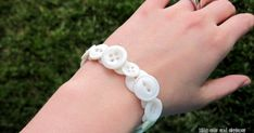 Kitty Cats and Airplanes: Elastic button bracelet {a tutorial}