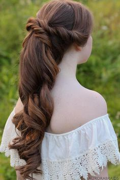 Take a look at our complete hairstyles for long hair for prom and get inspired by these romantic, trendy, and classic hairstyles for your big night. ★ See more: http://glaminati.com/stunning-prom-hairstyles-for-long-hair/?utm_source=Pinterest&utm_medium=Social&utm_campaign=stunning-prom-hairstyles-for-long-hair&utm_content=photo35