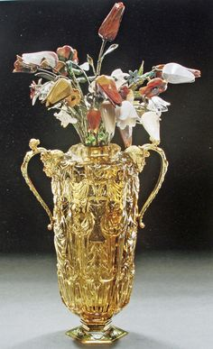Friends of Jade - Current Articles - A Thing of Beauty is a Joy Forever – The Miseroni Lapidaries – The vase with tulips, one of Dionysiso's masterworks.