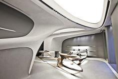 Shoe designer Stuart Weitzman has debuted the location of his concept store designed by london-based architect Zaha Hadid. Zaha Hadid Architektur, Arquitectos Zaha Hadid, Zaha Hadid Design, Zaha Hadid Interior, Yacht Interior, Futuristic Interior, Futuristic Design, Design Blog, Store Design