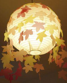 Pantalla de hojas colgantes para otoño