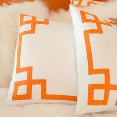These would be a cute DIY stencil on my Ikea pillow covers....now if I could only chose what accent color to go with =)