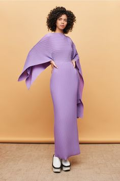 Discover the full Solace London collection of dresses with brand exclusives online now. Shop midi dresses, maxi dresses and gowns with UK next day or express global shipping. High Fashion, Womens Fashion, Fashion Trends, Lilac Dress, Thing 1, Winter Dresses, Fancy Dress, Evening Gowns, Women Wear