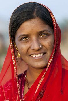 Rajuri - Puskar Mela 2012 by Mahesh Balasubramanian, via Beauty Around The World, People Around The World, Gorgeous Eyes, Pretty Eyes, Beauty Photography, Portrait Photography, Amber Eyes, Portrait Pictures, Portraits
