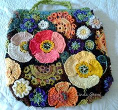 Linda Grove: Freeform crochet poppy bag front and back § interessante mescolare crochet irlandese e chiacchierino § Crochet Poppy, Bag Crochet, Crochet Motifs, Freeform Crochet, Crochet Art, Crochet Handbags, Crochet Purses, Irish Crochet, Crochet Crafts