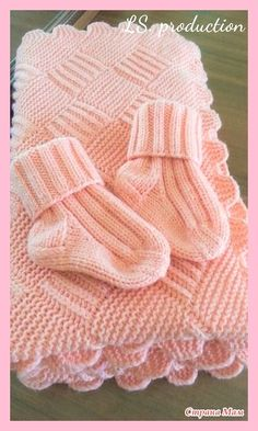 Baby blanket tricot bebe 70 ideas for 2019 Baby Booties Knitting Pattern, Knit Baby Shoes, Knit Baby Booties, Knitted Baby Clothes, Baby Hats Knitting, Knitted Baby Blankets, Baby Knitting Patterns, Baby Blanket Crochet, Crochet Baby