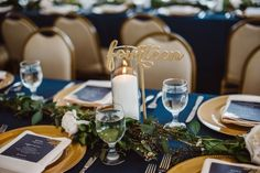 navy and gold wedding table / photo by Aster & Olive