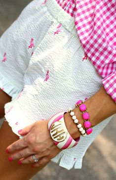 Pink gingham shirt, white seersucker shorts with flamingos, and bracelets. Perfect spring or summer outfit Preppy Southern, Southern Charm, Southern Prep, Southern Marsh, Southern Tide, Southern Fashion, Southern Girls, Southern Homes, Country Homes