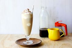 It's Australian Iced Coffee time! ☕️☕️ this decadent drank is what you get down under if you order an iced coffee! But it's a Sugar Hit version, so you know it's tricked out! Check it owwwt! Coffee Shake, Coffee Ice Cubes, Coffee Break, Coffee Time, Thai Iced Coffee, Vietnamese Iced Coffee, Chocolate Almond Milk, Mexican Chocolate, Cinnamon Dolce Syrup