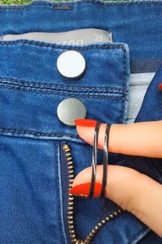 Latest Absolutely Free sewing hacks shoes Popular Easy 15 sewing hacks tips are readily available on our web pages. Take a look and you wont be sorr Sewing Projects For Beginners, Sewing Tutorials, Sewing Hacks, Sewing Crafts, Sewing Tips, Sewing Patterns Free, Free Sewing, Hand Sewing, Bag Patterns