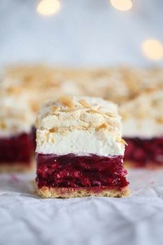 Malinowa chmurka przepis Polish Desserts, Polish Recipes, Cookie Desserts, Easy Cake Recipes, Dessert Recipes, Kolaci I Torte, Cheap Easy Meals, Best Food Ever, Just Cakes