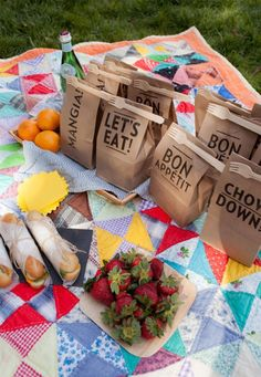 13-30th-birthday-picnic-party-ideas-lunch-bags